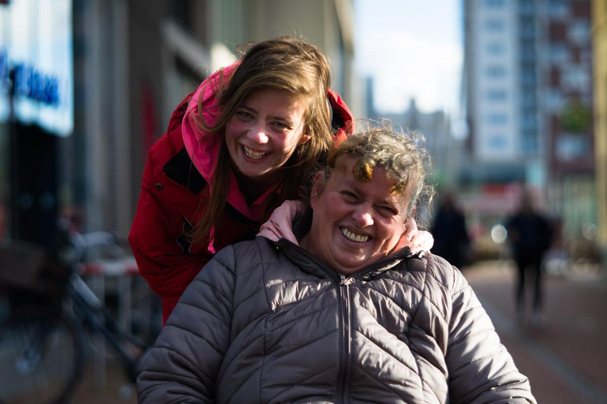 Petra en haar dochter Moniek in het portret van Drachten door fotograaf Jeffrey Wakanno